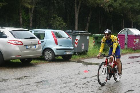 Infreddolito e in preda alla nausea dopo la frazione in bici