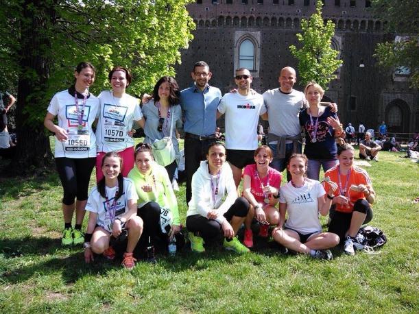 Il team ForKidsForLife alla Milano Marathon 2014 festeggia al termine della gara